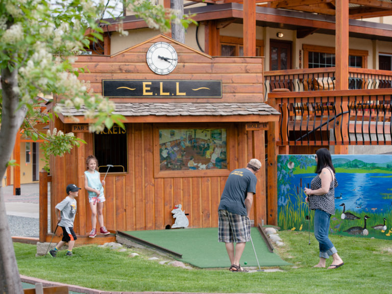 Elizabeth Lake Lodge Mini Golf hole 18