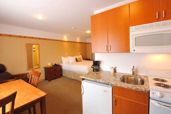 Image of ground floor King room at Elizabeth Lake Lodge