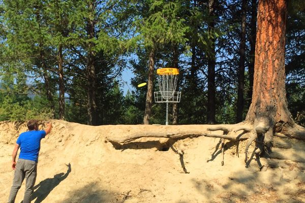Frisbee-Golf-Cranbrook-Elizabeth-Lake-Lodge-Activities
