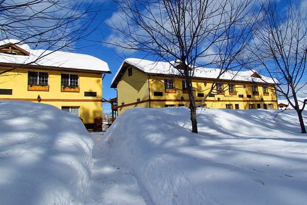 Winter-Activities-Elizabeth-Lake-Lodge-Cranbrook